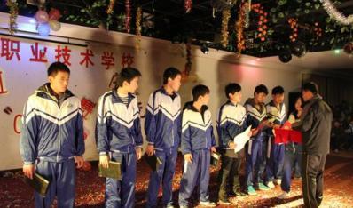福清西山职业技术学校举行迎新年卡拉OK大赛