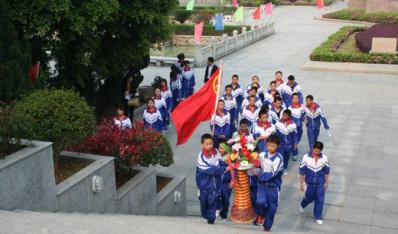西山学子清明节参加林祥谦烈士陵园扫墓活动