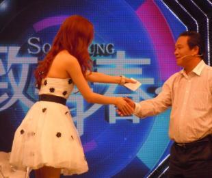 西山教育集团董事长张文彬在北京参加《致青春》节目录制
