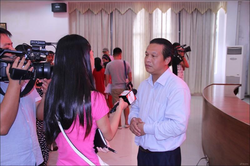 人民网记者采访西山教育集团董事长兼总校长张文彬