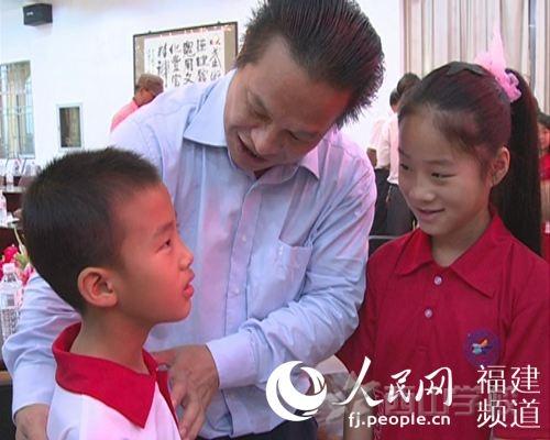 【东方网报道】西山教育集团董事长张文彬:贫困生帮扶是系统工程 选择了就该负责到底