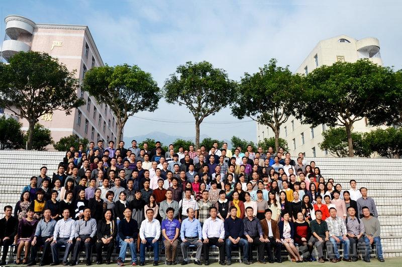 除了考试,还能教学生什么? 2014年福建省高中生物学教学研讨会在西山学校顺利召开