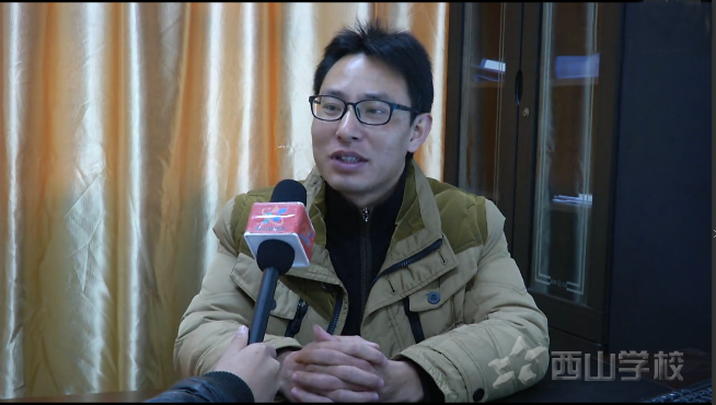 红领巾小记者采访柯西亚男 揭开优秀学生成功的秘密