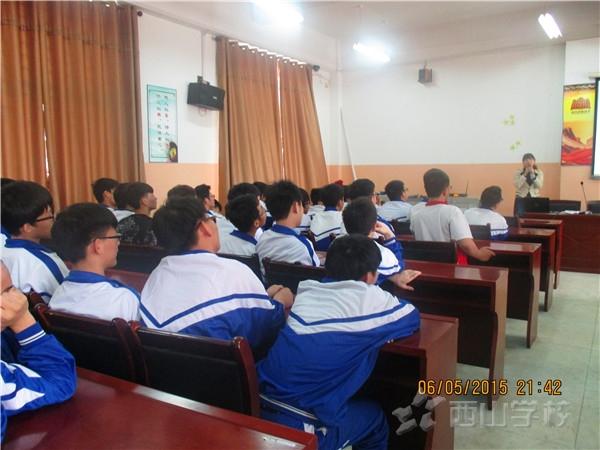 江西省西山学校高中部邀请心理专家 为高三作考前心理辅导