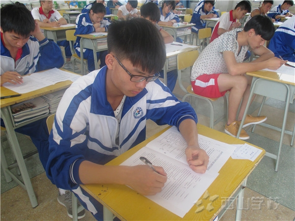 江西省西山学校高中部开展第十四届英语听力比赛