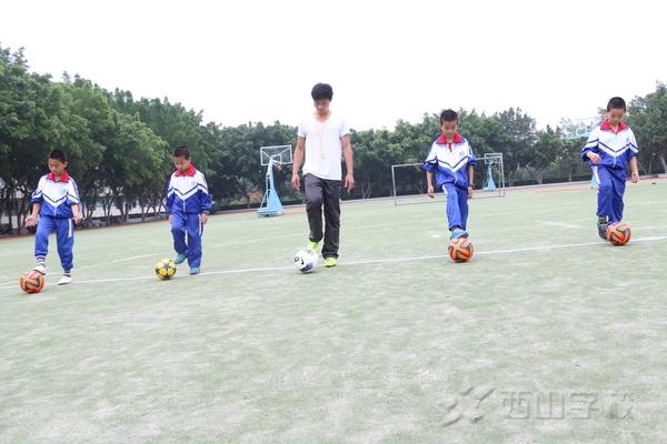 福建西山學校小學部足球球性訓練教程圖片