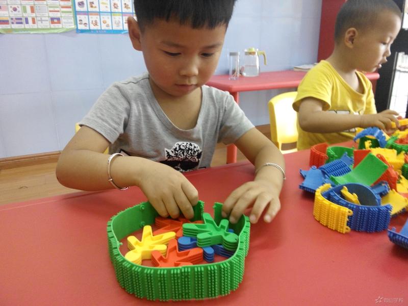 手工制作狮子笔筒 幼儿园手工制作 61幼儿网