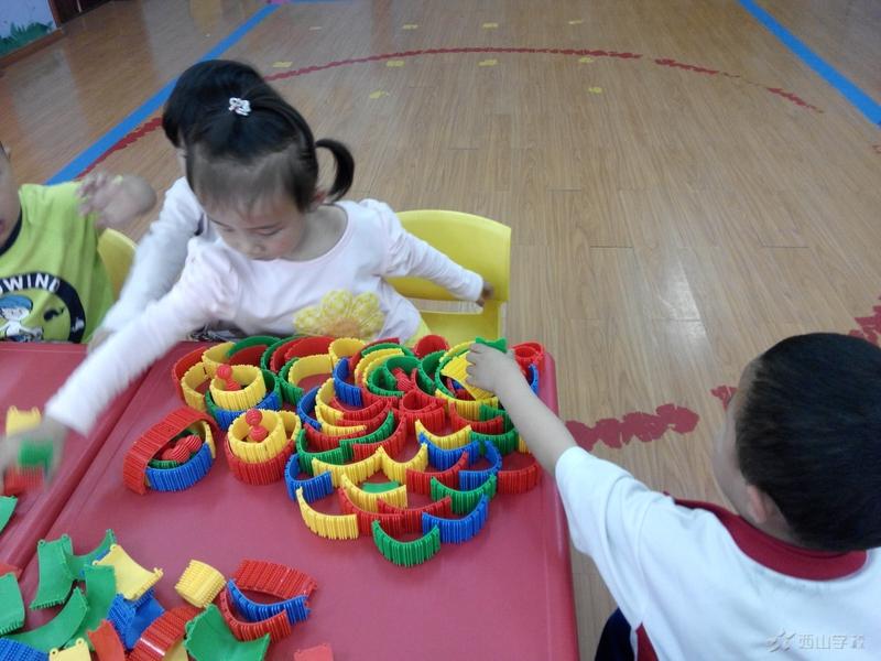 江西省西山学校幼儿园小班(一)班(桌面玩具)——小小