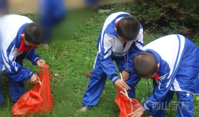 """世界环境日 西山学校小学生争当""""环保小卫士"""""""