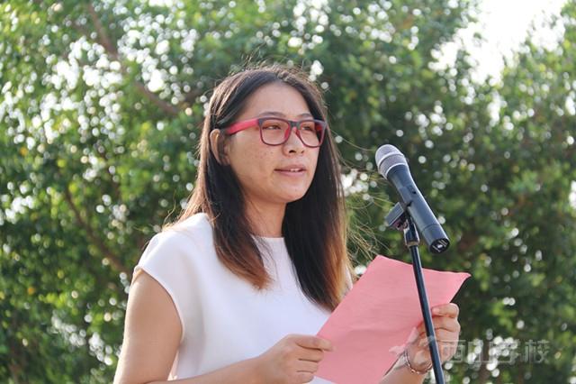 2015年开学典礼教师代表余蓓发言