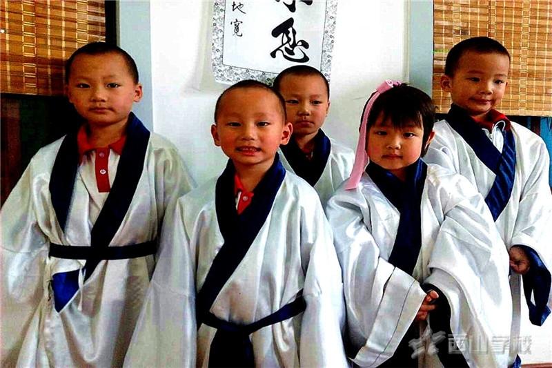 """之前看到一篇报道,上面报道日本人说""""茶文化""""是属于日本的!文献证明,""""茶文化""""在世界历史上最早是属于我们中国的。但是为什么世界都公认是属于我们自己的东西,我们最后反而还要去证实它呢?为什么日本的茶道闻名与中国之上呢?我认为不是日本人太厉害,而是国人的崇洋媚外,喜新厌旧造成的。 鲁迅先生说过,""""越是民族的,越是世界""""。而当今社会,""""世界的""""越来越多""""而名族的""""几乎消失殆尽,中华名族是一个"""