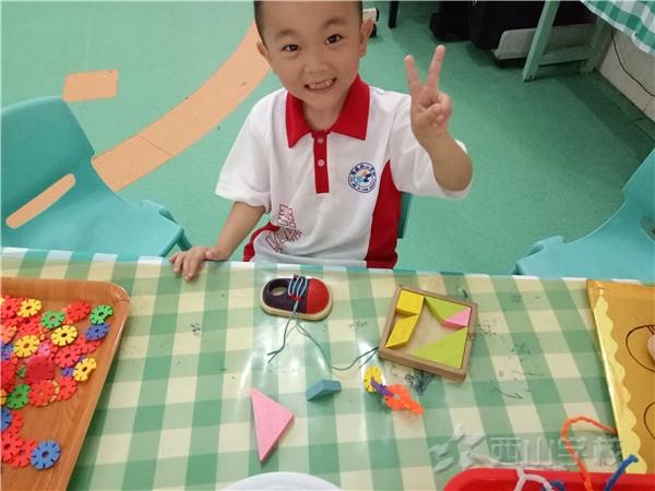 """小心""""咬人""""的机器——福清西山学校幼儿园康康二班"""