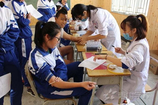 健康与你同行——福清西山学校高中部开展学生健康体检活动