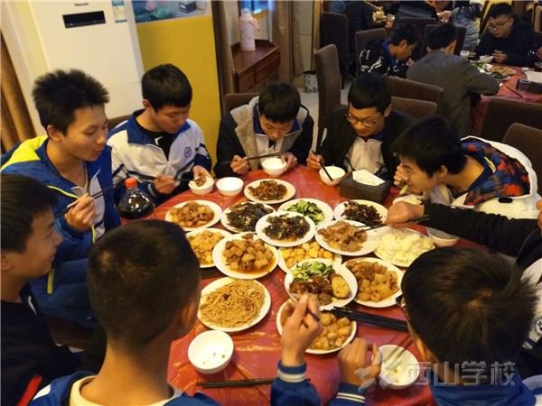 鼓励先进,激发学习——江西省西山学校高中部开展鼓励餐活动